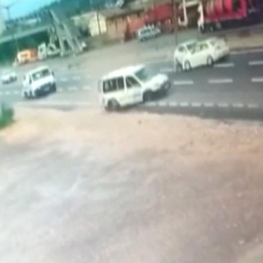 Makas atarken 5 kişiyi hastanelik eden sorumsuz sürücü