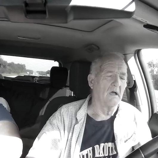 Direksiyon başında uyuyan babanın gülümseten açıklaması