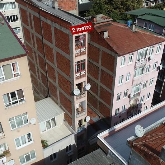 2 metre genişliğindeki 8 katlı bina görenleri şaşırtıyor