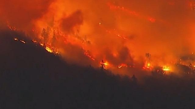 Kaliforniya'daki yangın büyüyor: Dünya yıldızları kaçıyor