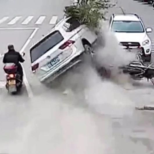 Motosikletli sürücünün mucize kurtuluşu kamerada